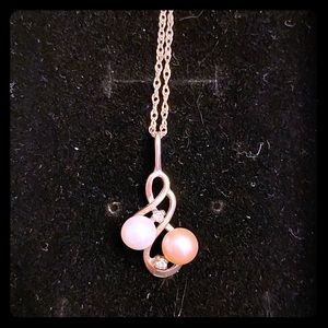 Jewelry - Mother and daughter pearl necklace